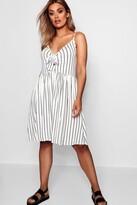 boohoo Plus Tie Front Stripe Split Midi Dress