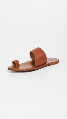 beek Finch Toe Ring Slides