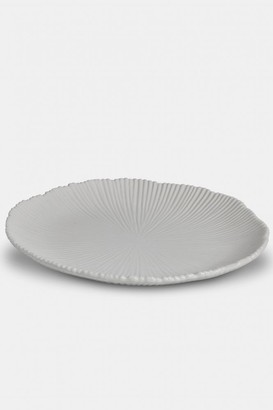 The Home Collection - Lily Groove Serving Plate In White
