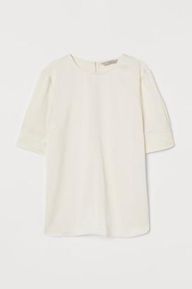 H&M Short-sleeved satin blouse