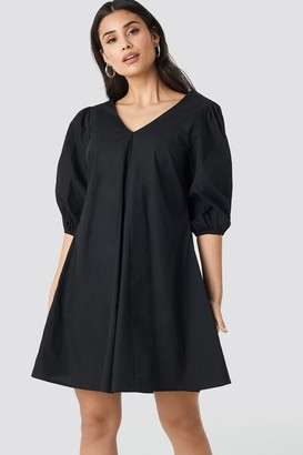 NA-KD V-back and Front Short Sleeve Dress