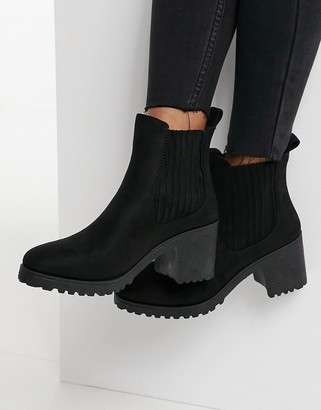 Qupid heeled chelsea boots in black