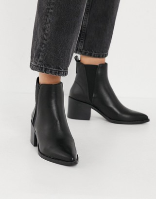 Schuh Charlotte mid-heeled ankle boot in black