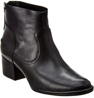 UGG Women's Bandara Leather Ankle Boot