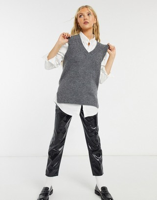 New Look knitted sweater vest in grey