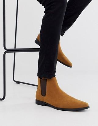 Design DESIGN chelsea boots in tan faux suede