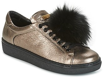 Tosca CERVINIA POM PON women's Shoes (Trainers) in Gold