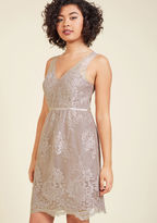 1665 You achieve the embodiment of elegance by donning this mauve cocktail dress! Adorned with a delicate floral lace pattern atop its sheer overlay, and an endlessly dainty row of covered buttons down the back, this formal frock from Jenny Yoo brings your sta