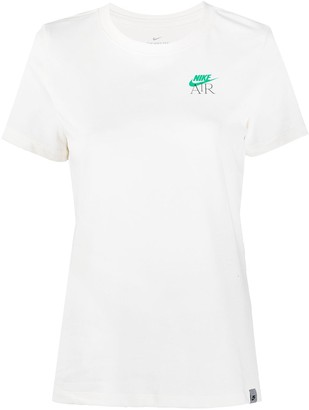 Nike Logo-Print Short-Sleeved T-Shirt