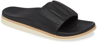 OluKai Pihapiha Slide Sandal