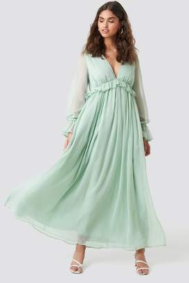 NA-KD Kae Sutherland X Deep V Neck Maxi Dress Green