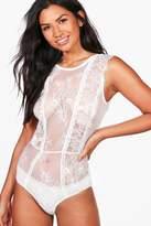 boohoo Arabella Eyelash Lace Panelled Bodysuit