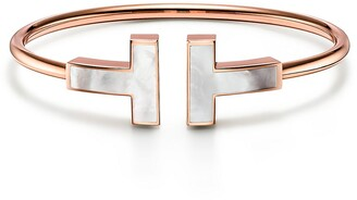 Tiffany & Co. T wide mother-of-pearl wire bracelet in 18k rose gold, small