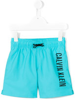 Calvin Klein Kids - printed swim shorts - kids - Polyester - 4 yrs