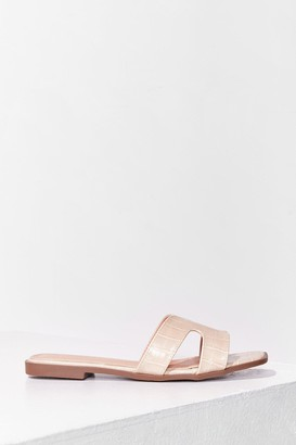 Nasty Gal Womens Croc What We Expected Faux Leather Flat Sandals - Beige - 4