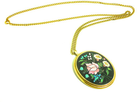 Avon 1970s Floral Pendant Necklace