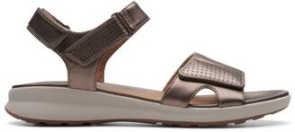 Clarks Un Adorn Calm Leather Sandals