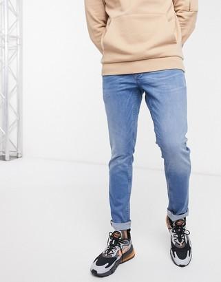 Solid slim fit jean in light wash-Blue