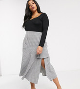Lost Ink Plus midi skirt in check with side split