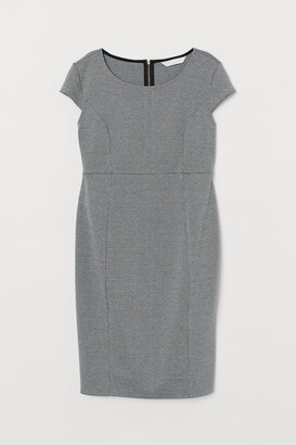 H&M MAMA Fitted dress