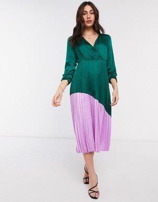 Liquorish color block dress with pleated skirt in green and bright pink