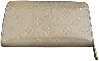 Louis Vuitton Zippy Beige Patent leather Wallets