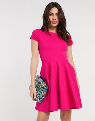 Closet London short sleeve skater dress in pink