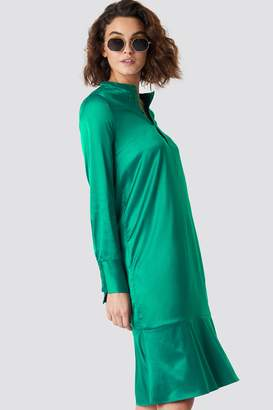 NA-KD Emilie Briting X Long Sleeve Buttoned Satin Dress Green