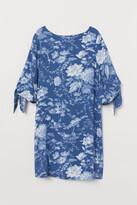 H&M Tie-detail dress