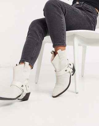 Steve Madden Gallow suede flat western boot in off white