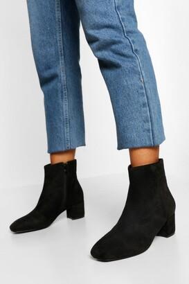 boohoo Wide Fit Low Block Heel Shoe Boot