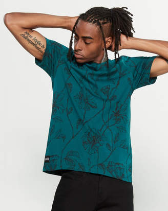 NATIVE YOUTH Intricate Rose Tee