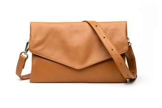 Holly & Tanager Explorer Leather Crossbody Clutch In Caramel