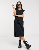 Asos Design DESIGN t-shirt midi dress with padded shoulders in black