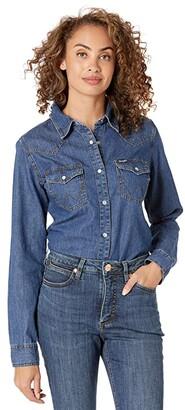 Wrangler Long Sleeve Snap Denim Western Shirt (Dark Denim) Women's Clothing