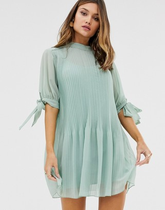 Asos Design DESIGN pleated trapeze mini dress with tie sleeves-Green