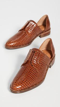 Freda Salvador Laceless DOrsay Oxford Shoes