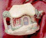 Hallmark QK1127 Cozy Cottage Teapot Invitation to Tea 1995 Showcase Ornament by