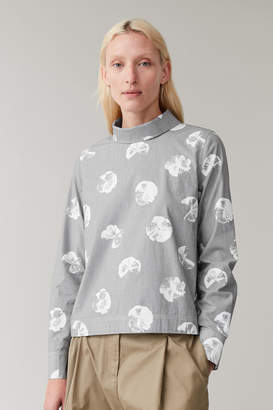 Cos PRINTED SHIRT WITH BACK TO FRONT COLLAR