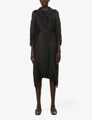 Issey Miyake Belted pleated woven coat