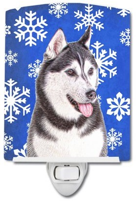 Caroline's Treasures Winter Snowflakes Alaskan Malamute Ceramic Night Light