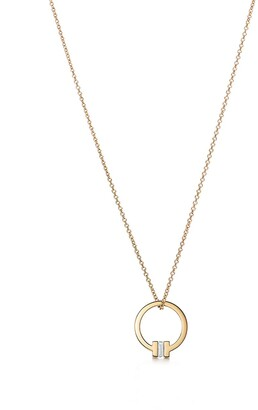 Tiffany & Co. T pendant in 18k gold with a baguette diamond