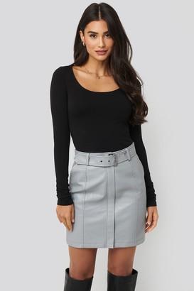 Di Lara Dilara X NA-KD Belted PU Skirt Grey