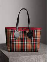 Burberry The Medium Giant Reversible Tote in Tartan Cotton