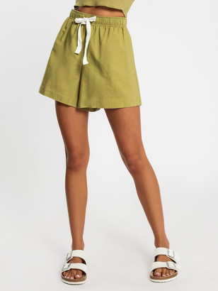 Nude Lucy Classic Linen Shorts in Moss Green
