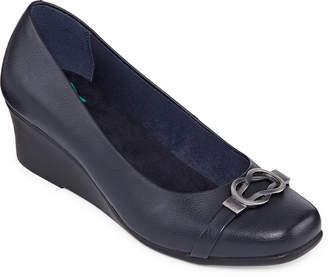 Yuu Womens Monico Slip-on Closed Toe Wedge Heel Pumps