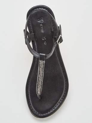 Very Harmony Leather Embellished Toe Post Sandals - Black
