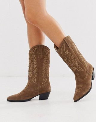 Vagabond Emily western knee high mid ankle boot in taupe suede