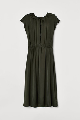 H&M Knee-length Satin Dress - Green