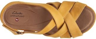 Clarks Un Capri Step Leather Wedge Sandal - Yellow